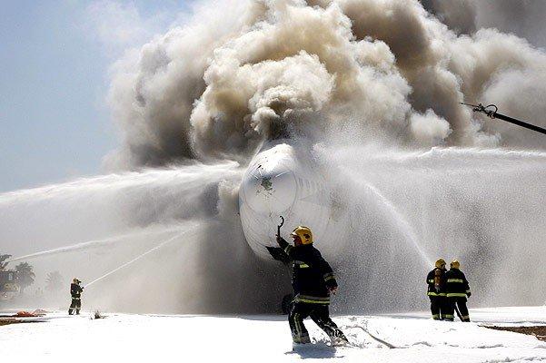 Пожарные учения, тушение самолета