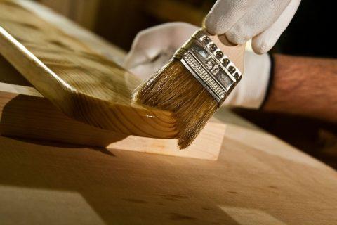 Покрытие огнезащитным лаком предметов интерьера сохранит прекрасные декоративные свойства древесины