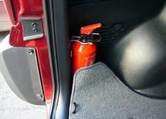 размещение огнетушителя в салоне автомобиля