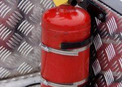 огнетушитель в салоне машины