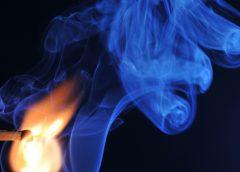 Огонь и дым от спички