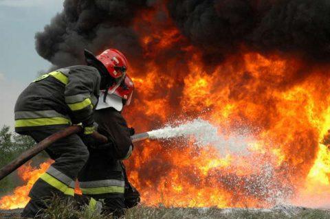 Борьба пожарных с огнём