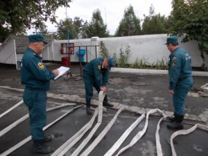 Внешний осмотр пожарного рукава перед испытанием