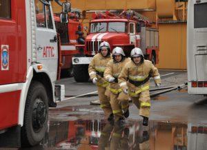 Выполнение должностных обязанностей пожарными