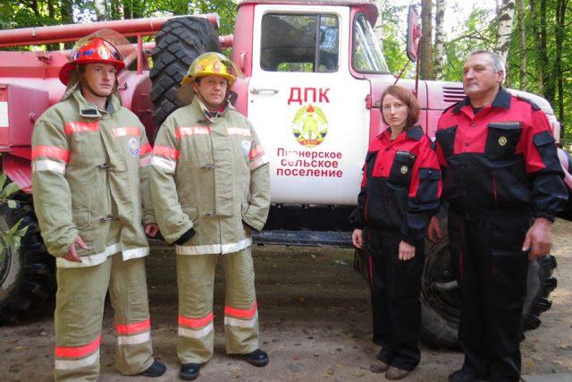 Добровольная пожарная дружина заступает на дежурство вместе с пожарниками