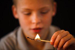 Как детям вести себя при пожаре