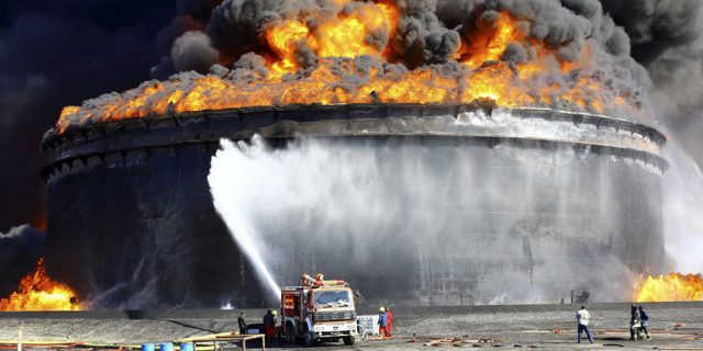 Тушение резервуара с нефтепродуктами