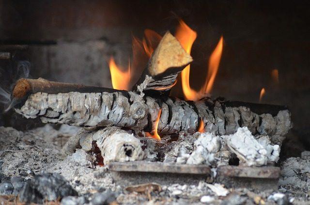 Процесс горения древесины