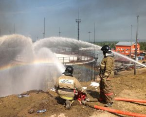 Пожар на нефтяном предприятии