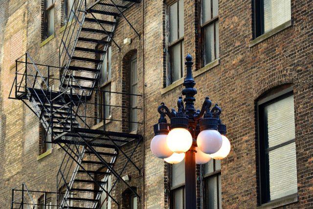 Наружная пожарная лестница: типы и особенности конструкций 46